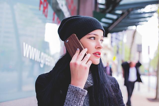いきなり電話で連絡してくる人の無神経について